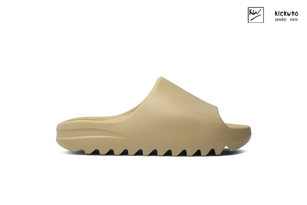 Yeezy Slides 'Desert Sand'(Runs a size smaller,we recommend ordering a size up) FW6344